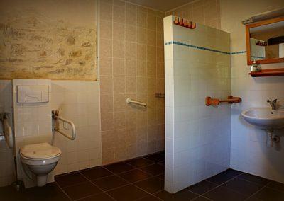 Rolstoelvriendelijke badkamer Gîte Bouble